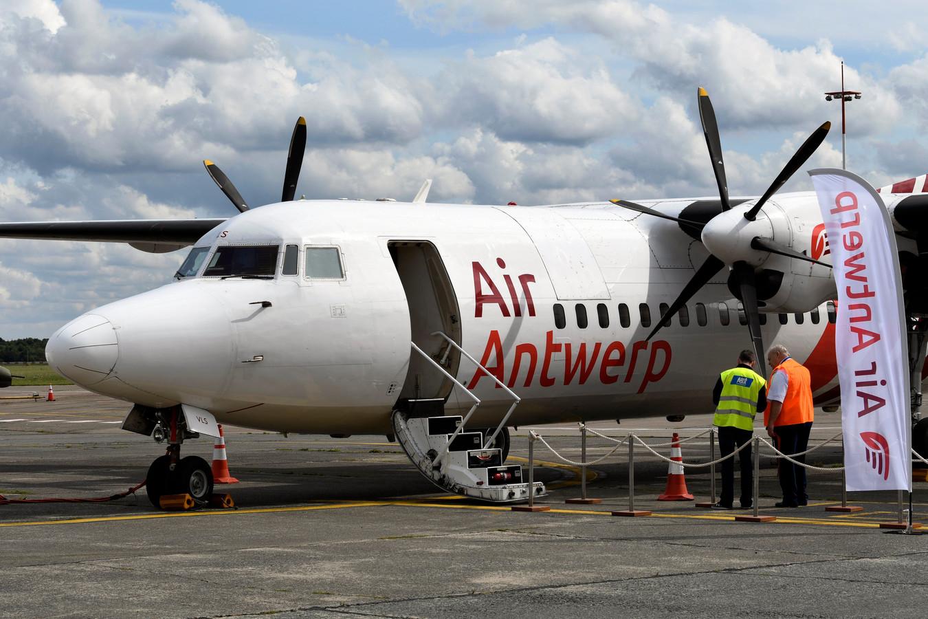 De Fokker 50 waarmee Air Antwerp tussen Antwerpen en London City vloog.