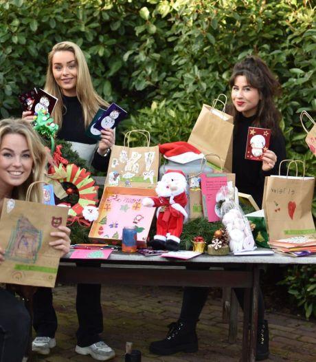 Hoe achttien meiden een heel dorp op de been krijgen: 'Niemand hoort zich alleen te voelen tijdens kerst'
