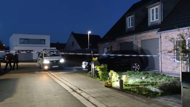 """Man buiten levensgevaar nadat hij zichzelf steekt met mes: """"Hij zat eerst rechtop aan zijn voordeur maar later bleek dat hij er erg aan toe was"""""""