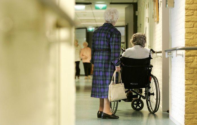 Voor verpleeghuizen geldt sinds donderdag een bezoekverbod.