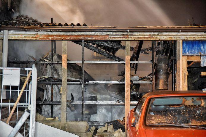 De schade in het bedrijfspand aan de Lovense Kanaaldijk was groot.