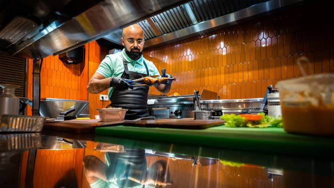 Lieve mensen maken prima pittige kip in een frisse zaak bij Frango's