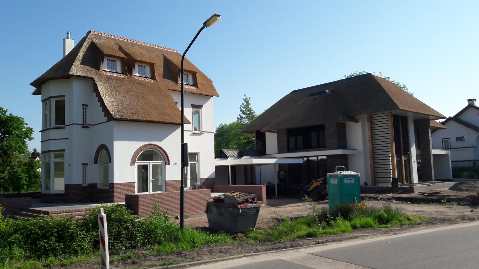 De nieuwe villa aan de Gemullehoekenweg, met vlak erachter de nieuwbouw na kavelsplitsing.
