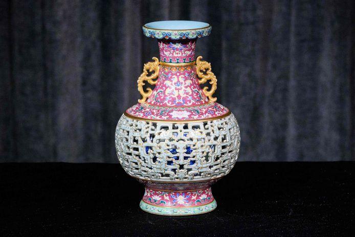 """De """"Harry Garner Reticulated Vase"""" werd tijdens een veilig voor 8 miljoen euro verkocht."""