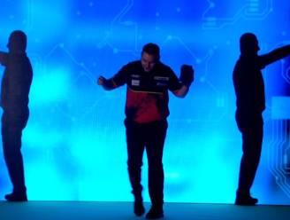 Plots waren ze met 3: de speciale opkomst van 'Dancing Dimi', die zich straks kan verzekeren van top 8 in Premier League