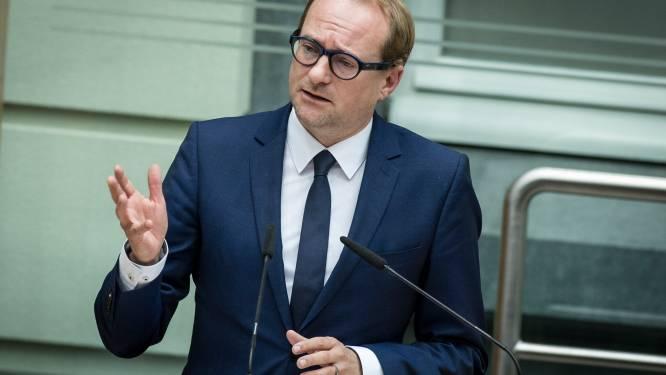 Ben Weyts wil lederen zetels in bussen en trams De Lijn