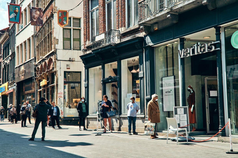 Wie de Veritas in Gent binnen wilde, was veroordeeld tot een rij van bijna honderd meter lang. Beeld Thomas Nolf