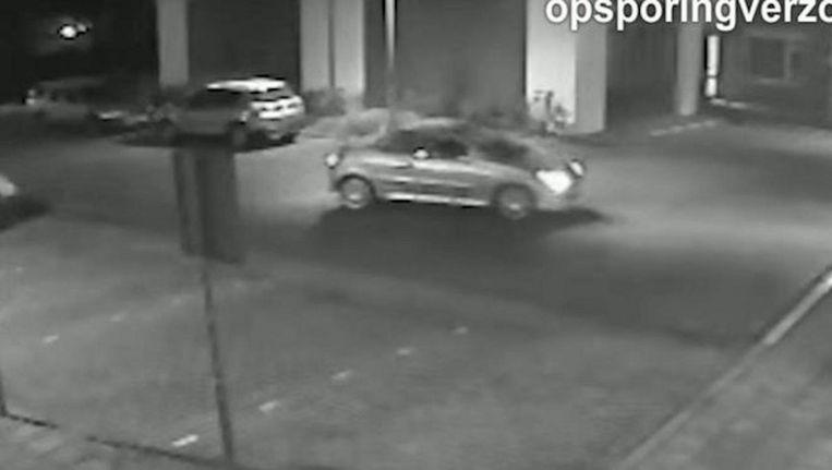 De auto waarmee Smaïl Z. naar het ziekenhuis werd gebracht. Beeld AvroTros