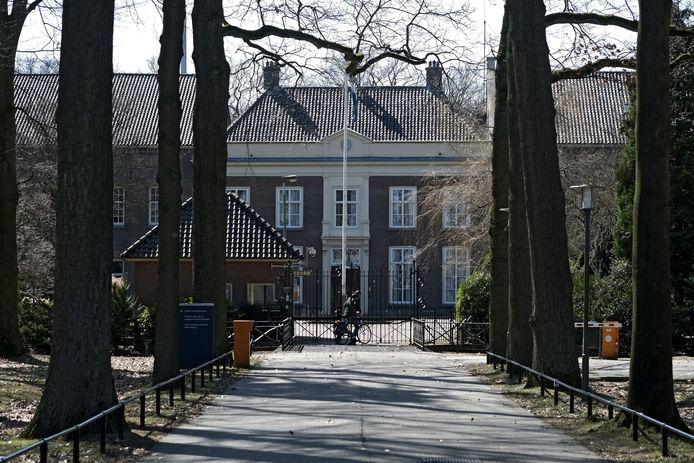 De hoofdingang van De Kruisberg.