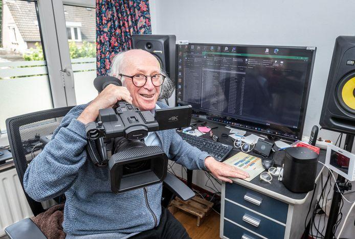 Mart Mennen uit Budel in zijn werkkamer/video edit kamer. Hij won de rechtszaak over zijn vertrek bij RTV Horizon.