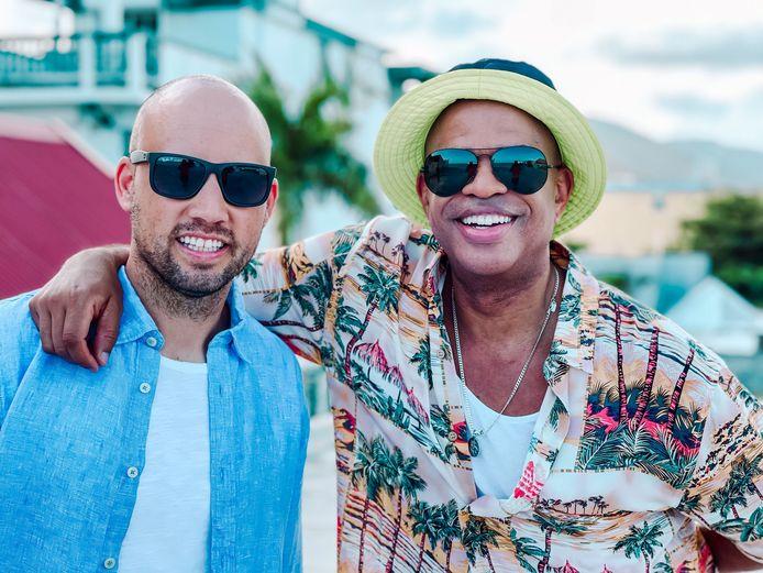De Limburgse dj Thierry von der Warth en de Amerikaanse zanger Chris Willis in Sint-Maarten.