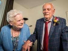 Gerrie (86) en Evert (88) uit Wierden vieren 65 jaar huwelijk: 'Hij struikelde bij de eerste kennismaking'