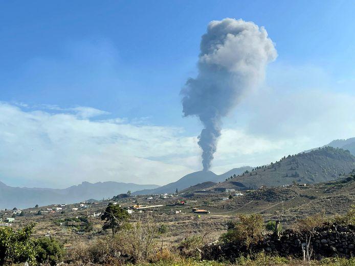 De Cumbre Vieja-vulkaan werd vandaag, na enkele uren rust, weer actief.