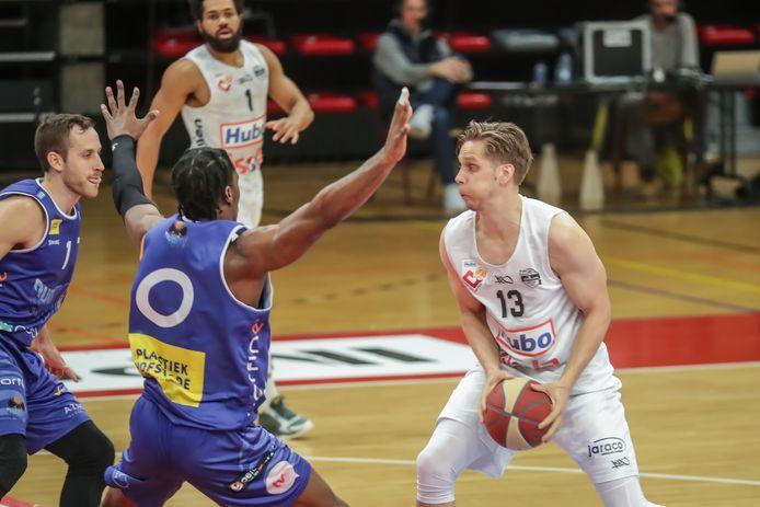 Yannick Desiron tegen Cameron McGriff (Okapi Aalst) afgelopen vrijdag, is klaar voor de strijd tegen zijn ex-club Oostende.