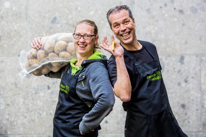 Winnaars van de AD friettest Marco en Ingebord Poel, hun friettent heet Swolsch Friethuys.