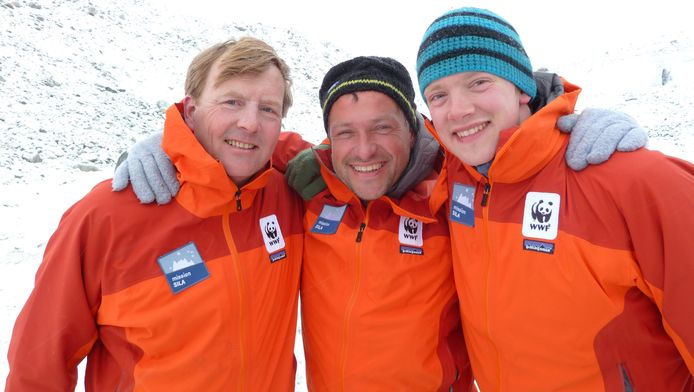Marc Cornelissen (m) en Philip de Roo (r) kregen in 2011 op Groenland bezoek van toen nog kroonprins Willem-Alexander.