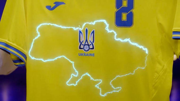 Het Oekraïense EK-shirt met de landkaart waarop rechtsonder de door Rusland geannexeerde Krim te zien is.  Beeld AP