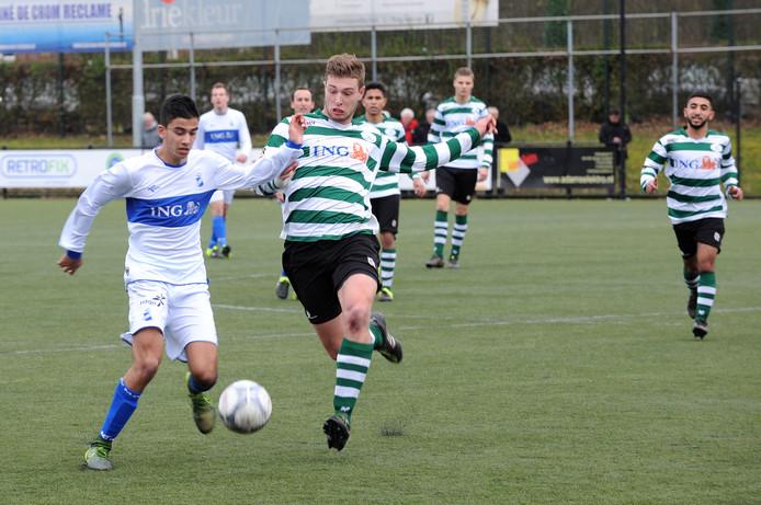 Niels Luteijn (rechts) in duel met MOC'17.