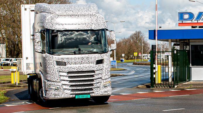 DAF maakte voor praktijktesten met het nieuwe model gebruik van gecamoufleerde voertuigen.