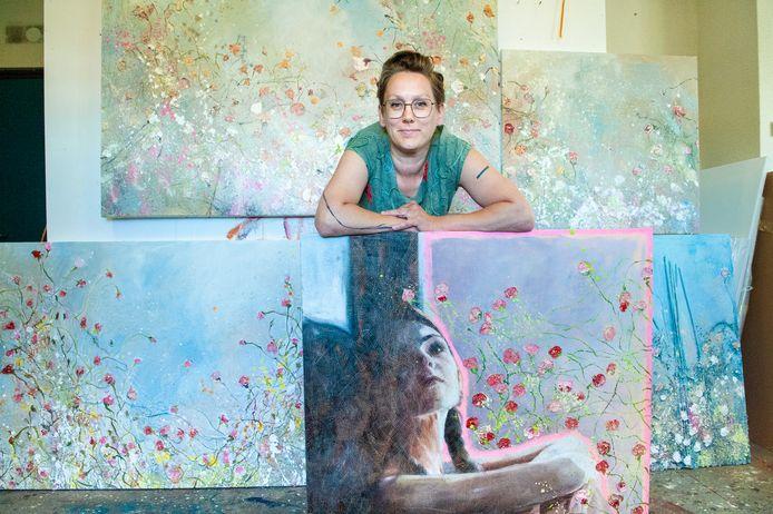 Suzan Schuttelaar in haar atelier.