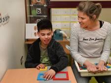 Yassin is blind en kan bouwen en lezen tegelijk, dankzij leerblokjes van Lego