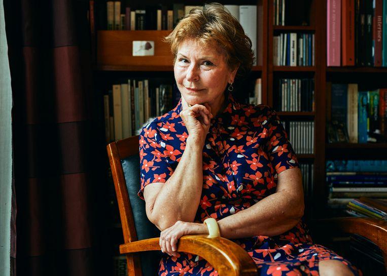 Annie Van Paemel reconstrueerde samen met filosoof en auteur Dirk Verhofstadt de oorlogsjaren van haar ouders, op basis van liefdesbrieven, dagboeken en andere documenten.  Beeld Thomas Nolf