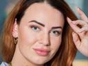 Insta-girl Demi van Beijnen vlogt openhartig over alles wat zij laat doen aan haar uiterlijk: van het harsen van haar wenkbrauwen en het laseren van haar benen tot het inspuiten van botox en fillers.