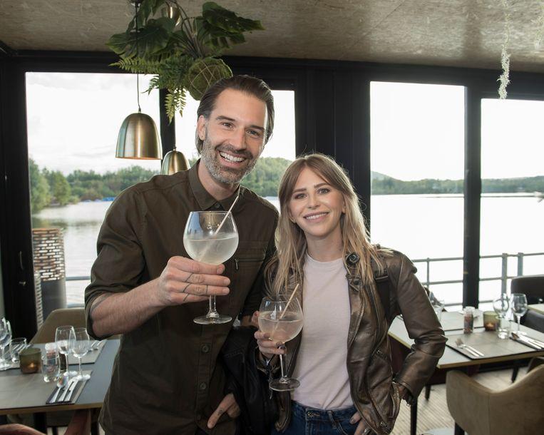 """""""Mijn vrouw Alisson en ik zijn vandaag tien jaar samen, dus een romantischer geschenk dan een etentje op het water bestaat niet"""" aldus Sean Dhondt."""