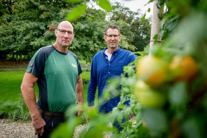 Gert-Jan (links) en Herman Manenschijn hebben, samen met hun broer Henk, de kwekerij van hun ouders uitgebouwd tot een allround hoveniersbedrijf.