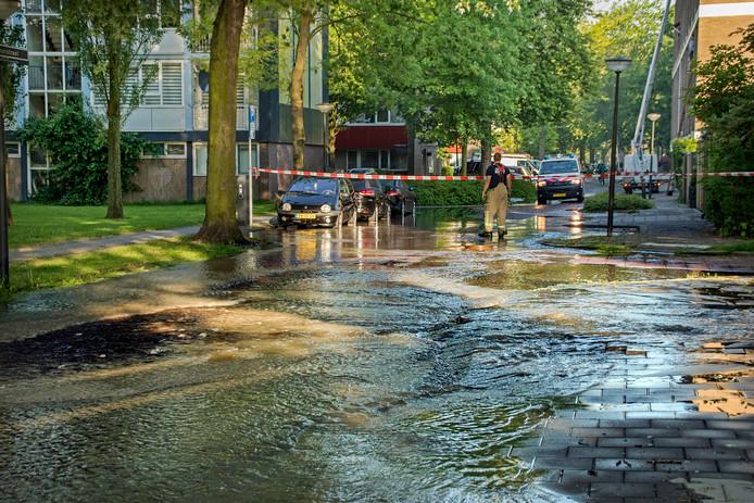 De waterleiding in de Zeemanstraat begeeft het vaak. Te vaak, vinden bewoners.
