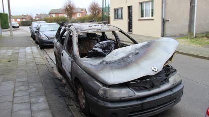 """Vandalen stichten brand in auto Ronsisch gezin: """"Geen idee wie dit gedaan heeft"""""""