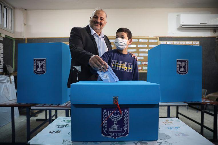 Opeens was Mansour Abbas gewild: zowel Netanyahu als de oppositie had hem nodig voor een meerderheid.  Beeld AP