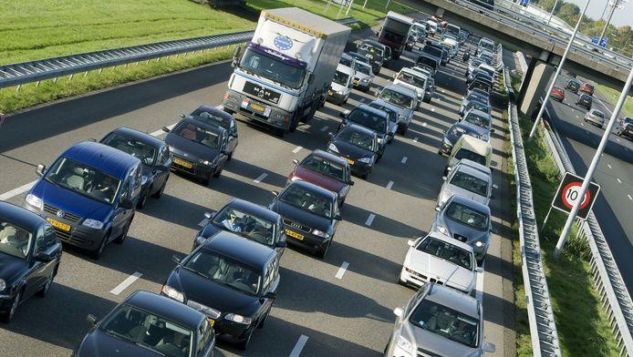 Vooral richting de Efteling en Ouwehands Dierenpark in Rhenen is het druk.