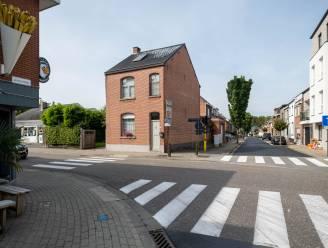 "Gemeente koopt woning op hoek Sint-Amandsesteenweg: ""Breder fietspad moet kruispunt veiliger maken"""