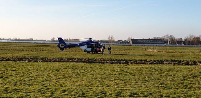 Inmiddels is er ook een politiehelikopter geland.