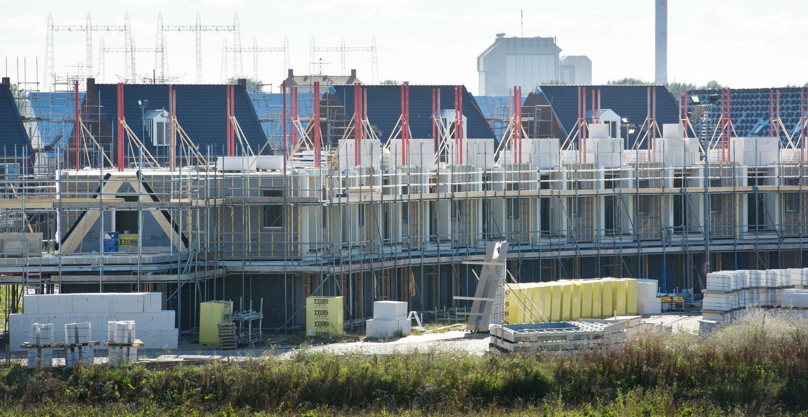 In de Grote Boel, onderdeel van de Waalsprong in Nijmegen, wordt flink gebouwd.