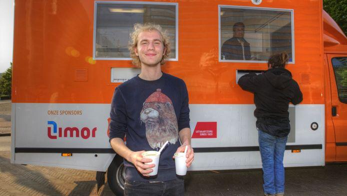 Joeri Reinders werkt als vrijwilliger in de soepbus van de Kessler Stichting.