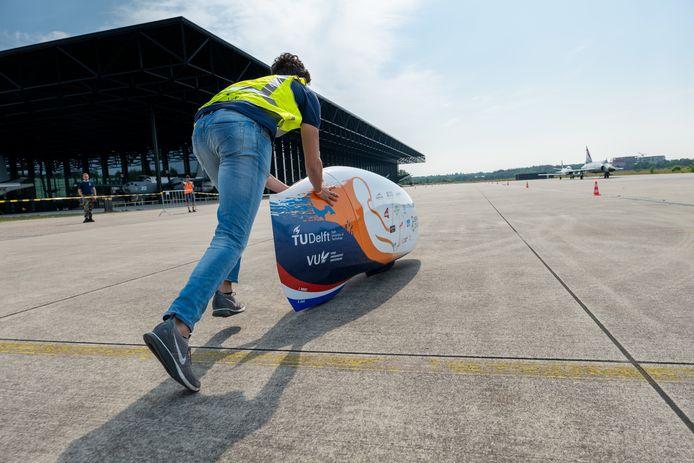 Flip Colin (22) uit Oosterhout duwt de VeloX 9.