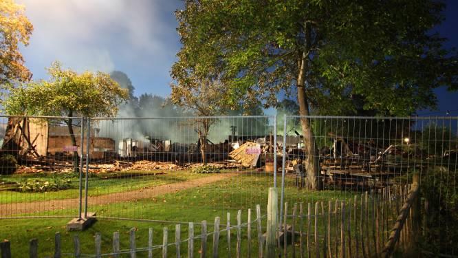 Uitslaande brand in Bowlingboerderij in Nijverdal: ook pannenkoekenhuis verloren gegaan