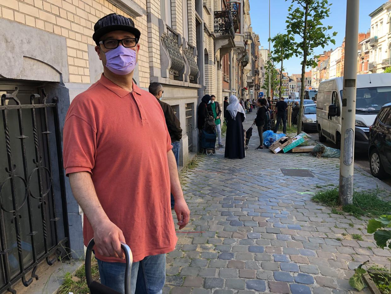 Malik staat om de twee weken aan de voedselbank van Schaarbeek. Beeld Marc Baert