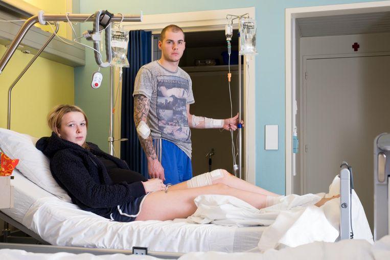 Xavier Mercier en zijn hoogzwangere vriendin Camille Noël liggen in het ziekenhuis na een aanval van de hond van hun buurman.
