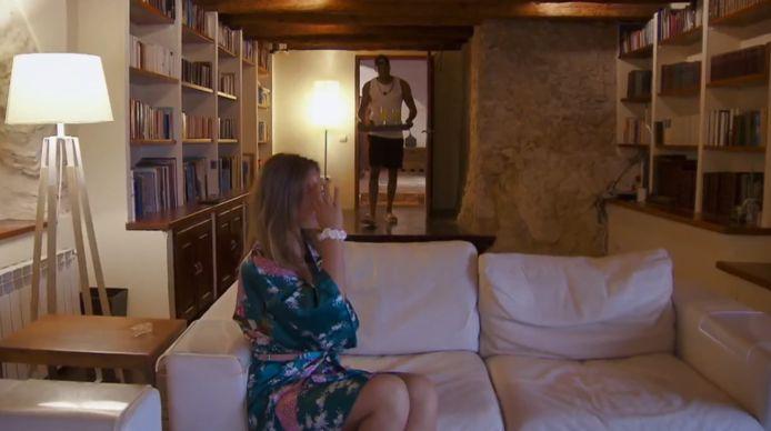 Joop maakt een ontbijtje voor Aylin in 'Temptation Island: Love or Leave'.