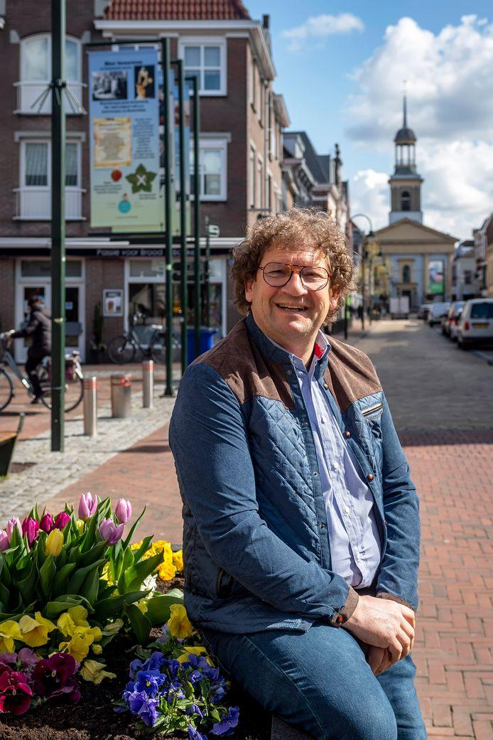 Kees de Bruin legt na 7 jaar de voorzittershamer van winkeliersvereniging ONS Steenbergen neer.