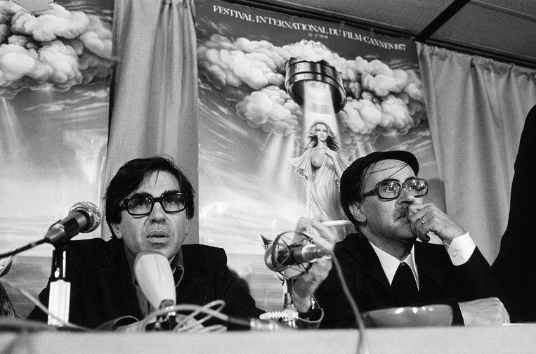 Paolo en Vittorio (R) Taviani tijdens een persconferentie na het winnen van de Palme d'Or voor hun film Padre Padrone. Beeld AFP