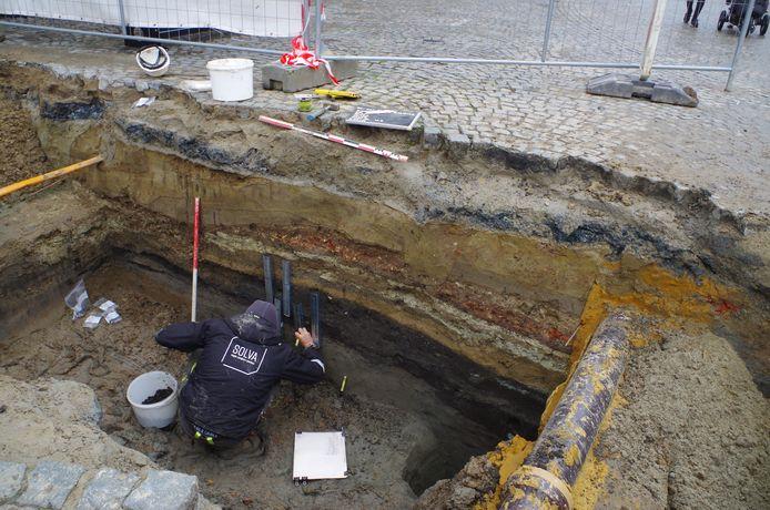 Van de oude straatniveaus werden veel stalen voor verder natuurwetenschappelijk onderzoek genomen.