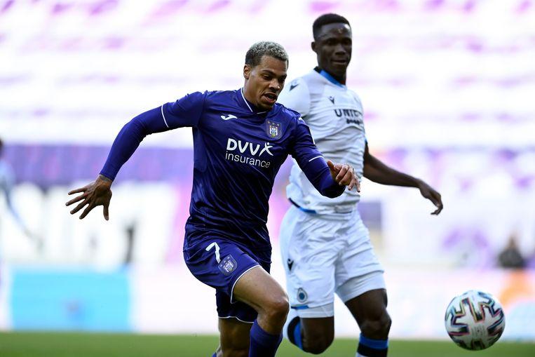 Nmecha in actie tegen Club Brugge. Beeld Photo News