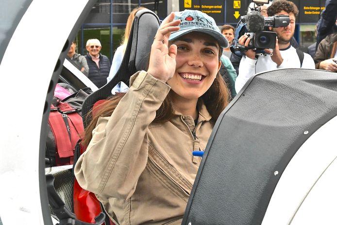 Le départ de Zara Rutherford a attiré l'attention des médias internationaux