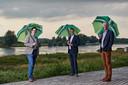 Joost van Oostrum, Peter van 't Hoog en Hein Pieper bij de IJssel in Zutphen.