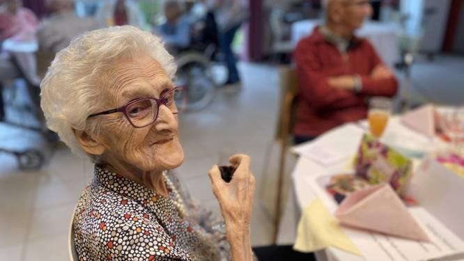 """Maria (104) viert verjaardag als oudste inwoner van Kortrijk: """"Ik mis mijn zoon enorm, ik maak er voor hem het beste van"""""""