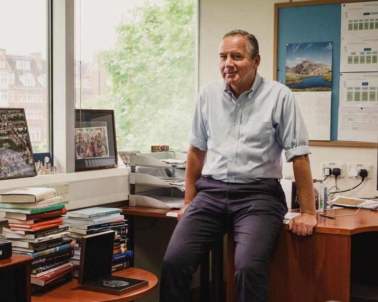 Marcel Levi op zijn werkkamer in Londen. Beeld Carlotta Cardana